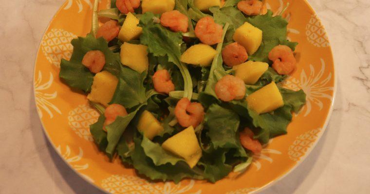 Insalata con mango e gamberetti