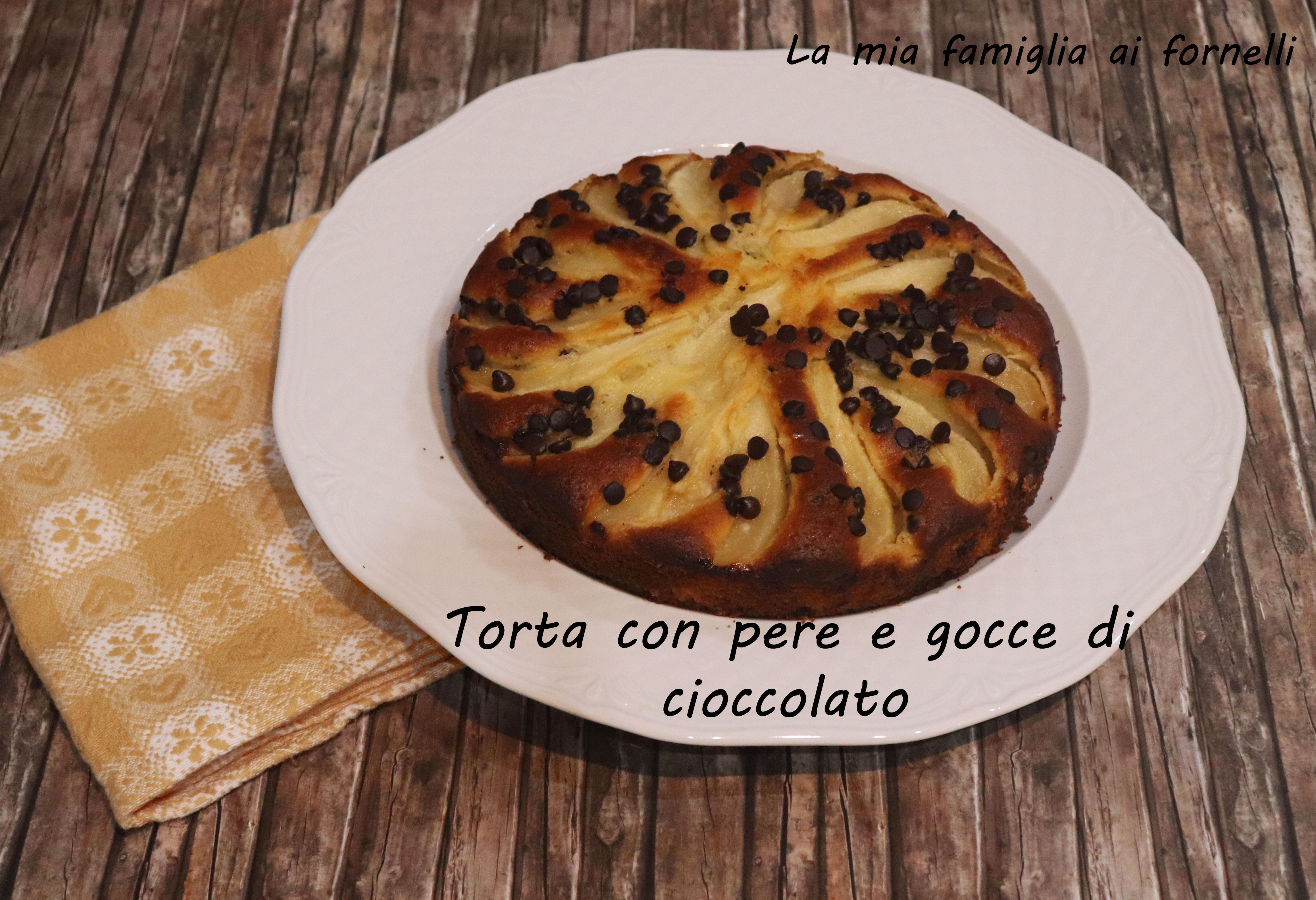 Torta con pere e gocce di cioccolato